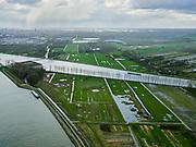Nederland, Utrecht, Nieuwegein, 25-02-2020; Vreeswijk, Lekkanaal is verbreed in verband met de renovatie van de nabijgelegen Prinses Beatrixsluis. Historische delen van  Nieuw Hollandse Waterlinie (NHW) zijn behouden door ze te verplaatsen, de liniedijk is opgeschoven. Boven in beeld Amsterdam-Rijnkanaal, Plofsluis uiterst links.<br /> The Lek canal has been widened while preserving historical parts of the New Holland Waterline (NHW) have been retained by relocating them, the line dyke has shifted.<br /> luchtfoto (toeslag op standard tarieven);<br /> aerial photo (additional fee required)<br /> copyright © 2020 foto/photo Siebe Swart