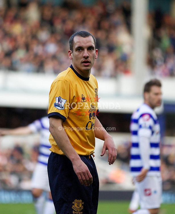 LONDON, ENGLAND - Saturday, March 3, 2012: Everton's Leon Osman in action against Queens Park Rangers during the Premiership match at Loftus Road. (Pic by Vegard Grott/Propaganda)