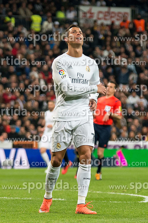 20.03.2016, Estadio Santiago Bernabeu, Madrid, ESP, Primera Division, Real Madrid vs Sevilla FC, 30. Runde, im Bild Real Madrid's Cristiano Ronaldo // during the Spanish Primera Division 30th round match between Real Madrid and Sevilla FC at the Estadio Santiago Bernabeu in Madrid, Spain on 2016/03/20. EXPA Pictures &copy; 2016, PhotoCredit: EXPA/ Alterphotos/ Borja B.Hojas<br /> <br /> *****ATTENTION - OUT of ESP, SUI*****