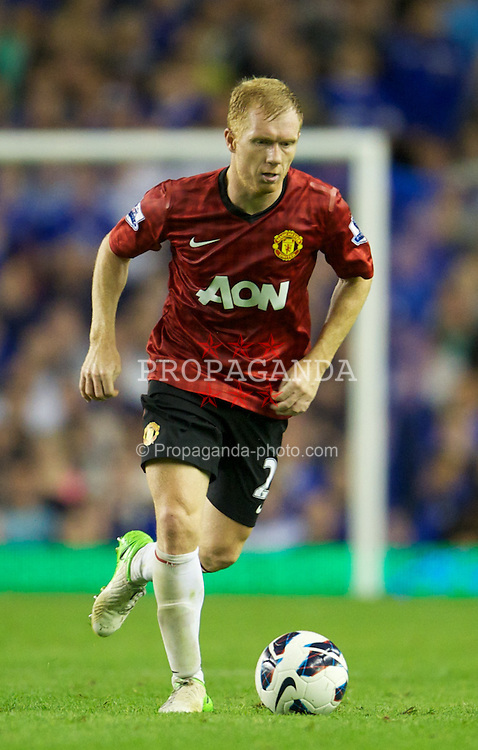 LIVERPOOL, ENGLAND - Monday, August 20, 2012: Manchester United's Paul Scholes in action against Everton during the Premiership match at Goodison Park. (Pic by David Rawcliffe/Propaganda)