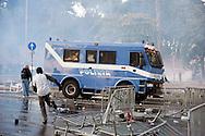 Roma  15 Ottobre 2011.Manifestazione contro la crisi e l'austerità.Scontri tra manifestanti e forze dell'ordine..Un mezzo della polizia  vieni assaltato dai manifestanti in pzza San Giovanni