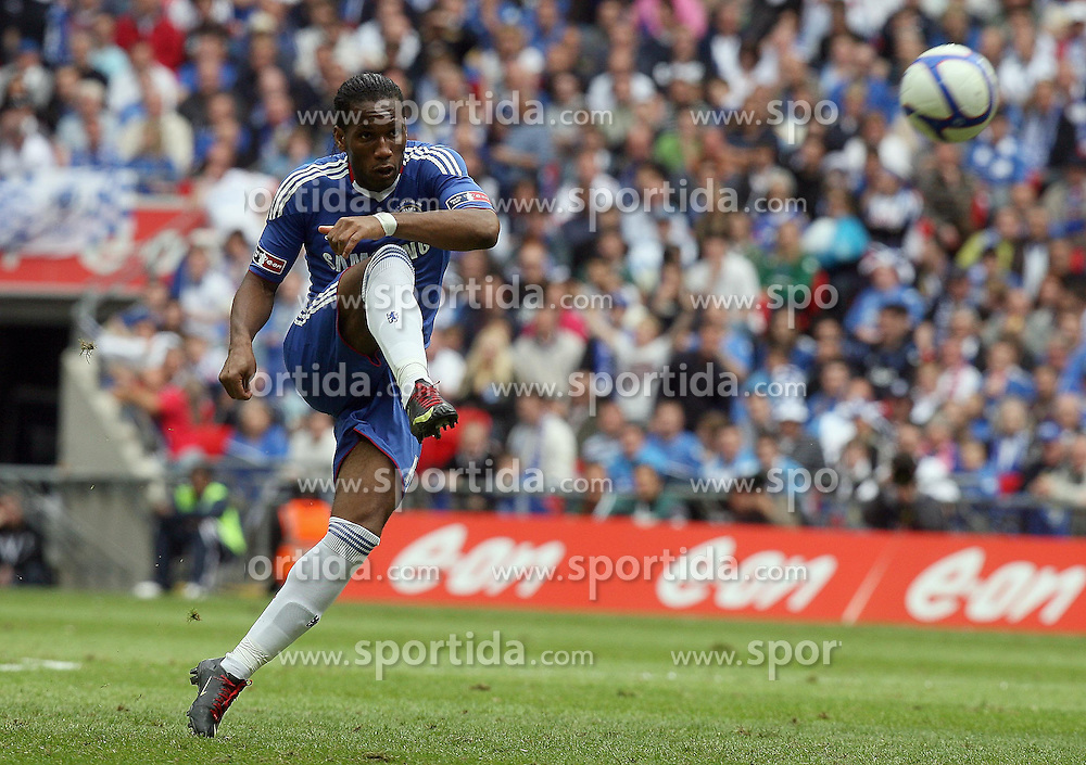 15.05.2010, Wembley Stadium, London, ENG, FA Cup Finale, Chelsea FC vs Portsmouth FC, im Bild Didier Drogba of Chelsea  takes a freekick that is saved by the bar and David James. EXPA Pictures © 2010, PhotoCredit: EXPA/ IPS/ Marcello Pozzetti / SPORTIDA PHOTO AGENCY
