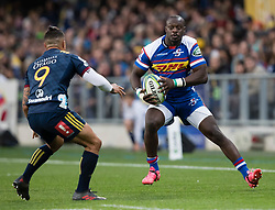 Stormers' Raymond Rhule, right, looks to beat Highlanders' Aaron Smith in the Super Rugby match, Forsyth Barr Stadium, Dunedin, New Zealand, Friday, March 9, 2018. Credit:SNPA / Adam Binns ** NO ARCHIVING**