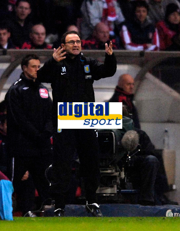 Photo: Jed Wee/Sportsbeat Images.<br /> Sunderland v Aston Villa. The FA Barclays Premiership. 15/12/2007.<br /> <br /> Aston Villa manager Martin O'Neill feels the frustration as his team go into half time 1-0 down despite having outplayed Sunderland.