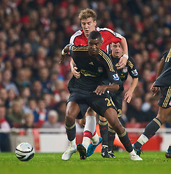 LONDON, ENGLAND - Wednesday, October 28, 2009: Liverpool's Damien Plessis and Arsenal's Nicklas Bendtner during the League Cup 4th Round match at Emirates Stadium. (Photo by David Rawcliffe/Propaganda)
