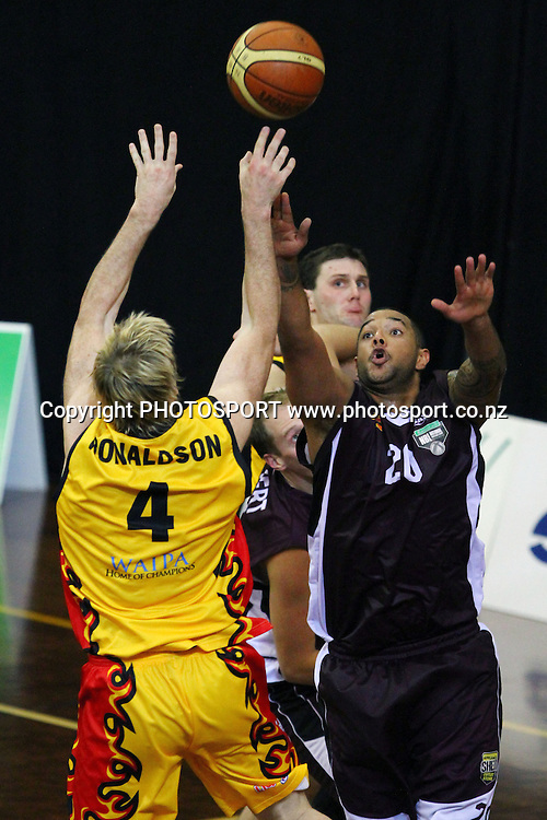 Pistons' Tony Ronaldson shoots over Heat's BJ Anthony. 2010 NBL, Harbour Heat v Waikato Pistons, North Shore Events Centre, Auckland. Saturday 8th May 2010. Photo: Anthony Au-Yeung/PHOTOSPORT