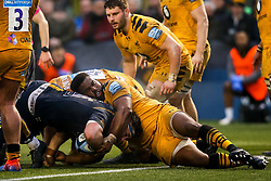 Ethan Waller of Worcester Warriors is tackled by Simon McIntyre of Wasps - Mandatory by-line: Robbie Stephenson/JMP - 25/01/2020 - RUGBY - Sixways Stadium - Worcester, England - Worcester Warriors v Wasps - Gallagher Premiership Rugby
