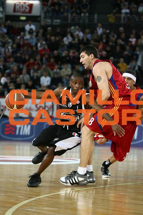 DESCRIZIONE : Roma Lega A1 2008-09 Lottomatica Virtus Roma La Fortezza Virtus Bologna<br /> GIOCATORE : Earl Boykins<br /> SQUADRA : La Fortezza Virtus Bologna<br /> EVENTO : Campionato Lega A1 2008-2009 <br /> GARA : Lottomatica Virtus Roma La Fortezza Virtus Bologna<br /> DATA : 30/11/2008 <br /> CATEGORIA : palleggio<br /> SPORT : Pallacanestro <br /> AUTORE : Agenzia Ciamillo-Castoria/E.Castoria