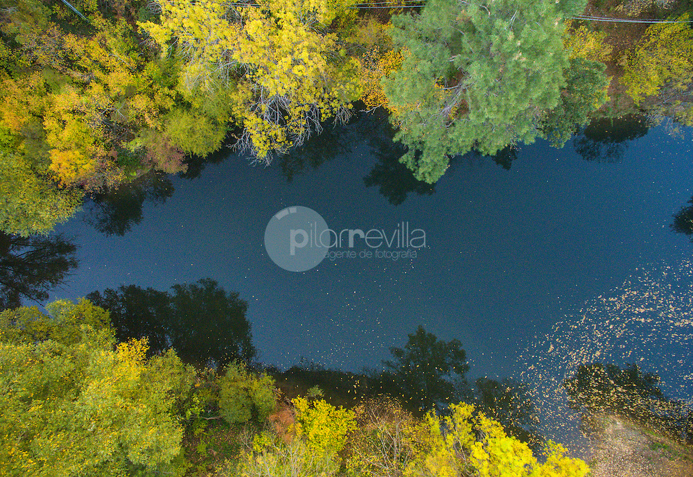 Vista aérea con drone. Reflejos en el río Guadiela. Monumento Natural  Hoz de Beteta. Ruta del Mimbre. Serranía de Cuenca ©AntonioReal Hurtado / PILAR REVILLA