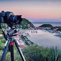 Appareil photo moyen format Pentax 645 Z en pleine action dans les hauteurs de Gustavia -Saint-Barthélémy.