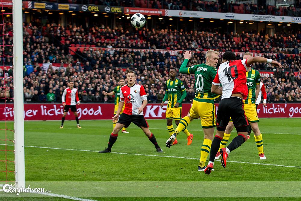 ROTTERDAM - Feyenoord - ADO Den Haag , Voetbal , Seizoen 2017/2018 , Eredivisie , Stadion Feijenoord de Kuip , 28-01-2018 , Feyenoord speler Tonny Vilhena scoort de 1-0 met naast hem ADO Den Haag speler Lex Immers (l)