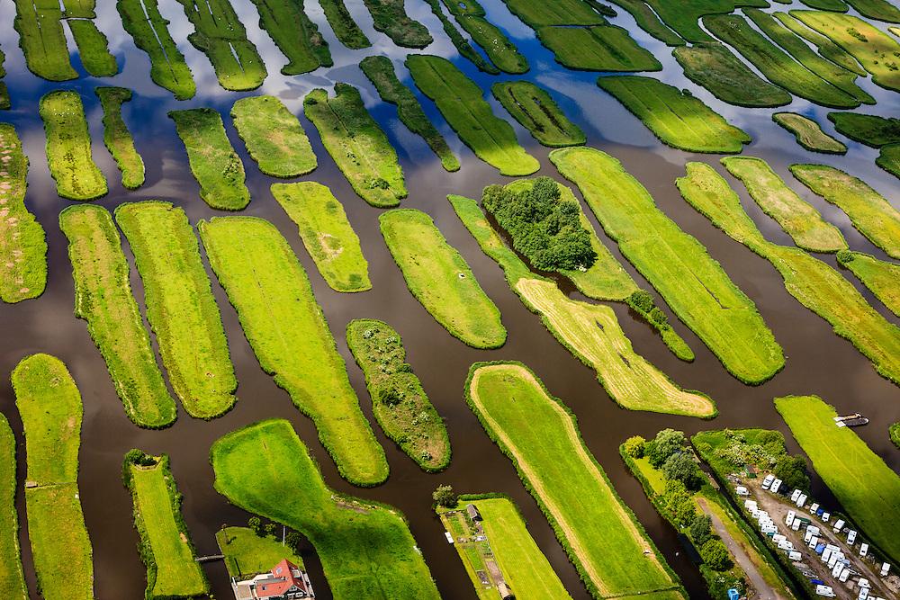 Nederland, Noord-Holland, Gemeente Oostzaan, 14-06-2012; Polder Oostzaan bij het dorp Oostzaan. Winterstalling caravans. .De verkaveling in het gebied is het resultaat van veenontginning. .Polder Oostzaan, north of Amsterdam. The division in plots in the area is the result of peat extraction..luchtfoto (toeslag), aerial photo (additional fee required);.copyright foto/photo Siebe Swart