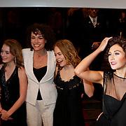 NLD/Amsterdam/20100412 - Premiere film de Gelukkige Huisvrouw, Antoinette Beumer en dochters Waldemar Torenstra en Carice van Houten