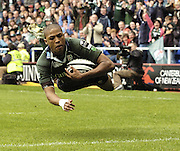 Reading, ENGLAND, Exiles Delon Armitage, dives in for his first, first half try during the London Irish vs Saracens, Guinness Premiership Rugby, at the, Madejski Stadium, 06.05.2006, © Peter Spurrier/Intersport-images.com,  / Mobile +44 [0] 7973 819 551 / email images@intersport-images.com.