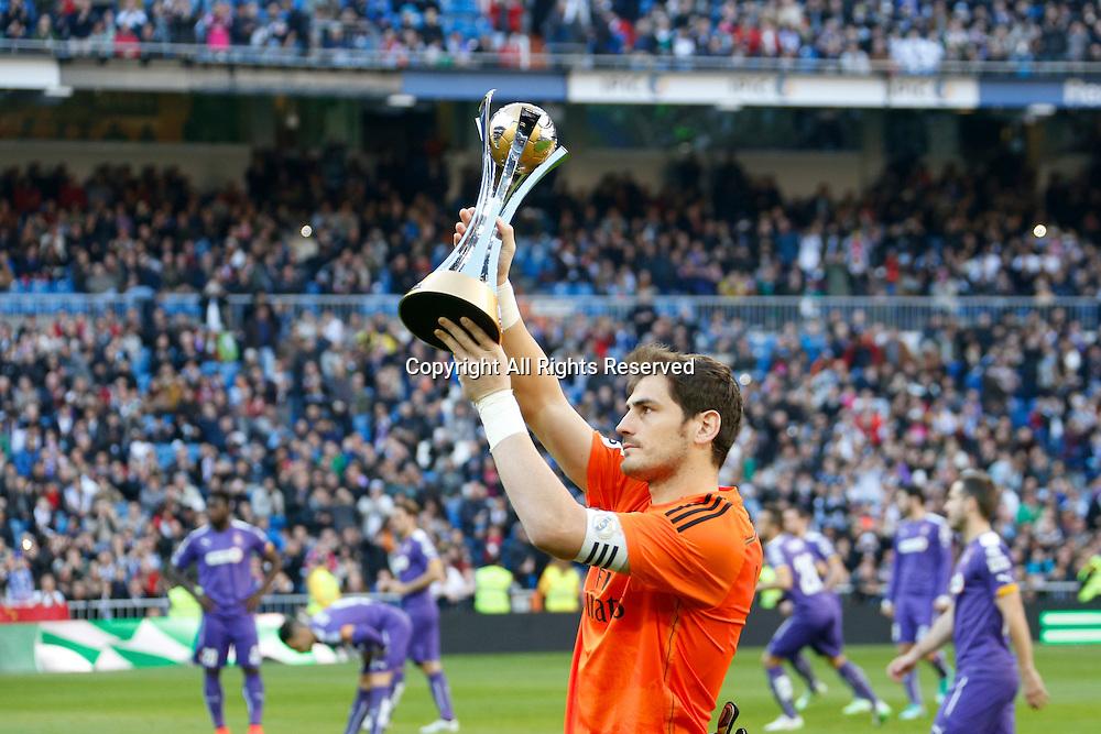 10.01.2014. Madrid, Spain.  1 Iker Casillas Fernandez Goalkeeper of Real Madrid holds aloft their world cloub trophy before the game. La Liga  match played between Real Madrid versus Espanyol at Santiago Bernabeu stadium.