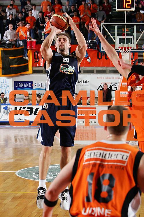 DESCRIZIONE : Udine Lega A1 2005-06 Snaidero Udine Upea Capo Orlando <br /> GIOCATORE : Praskevicius <br /> SQUADRA : Upea Capo Orlando <br /> EVENTO : Campionato Lega A1 2005-2006 <br /> GARA : Snaidero Udine Upea Capo Orlando <br /> DATA : 11/03/2006 <br /> CATEGORIA : Tiro <br /> SPORT : Pallacanestro <br /> AUTORE : Agenzia Ciamillo-Castoria/S.Silvestri