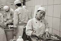 L'ecole technique hoteliere fondee par Shizuo Tsuji, etablie dans la 2eme ville du Japon,  Osaka, est connue pour etre le berceau de la cuisine japonaise. Il est le seul cuisinier japonais a avoir obtenu le titre de meilleur ouvrier de France.<br /> <br /> En 1979, avec l&rsquo;aide de Paul Bocuse, il transforme le Chateau de l'Eclair situe a 40 km de Lyon, en centre de perfectionnement : l&rsquo; Ecole Technique Hoteliere Tsuji, pour des etudiants japonais desirant se specialiser en cuisine et en patisserie françaises.<br /> Elle forme actuellement chaque annee plus de 50 eleves (garçons et filles) qui viennent du Japon pour une periode de 5 mois au Chateau, suivie de stages aupres de restaurateurs plus ou moins celebres de l'hexagone apres réussite a l'examen probatoire.<br /> Le but de l'Ecole Hoteliere Tsuji n'est pas seulement la formation culinaire, mais egalement la connaissance du français et des ressources regionales et nationales.<br /> Au cours de leur séjour au Chateau de l'Eclair, la direction s'efforcera de donner aux eleves une connaissance generale de tous les produits alimentaires français : vins, fromages, foie gras, etc... afin qu'ils puissent lors de leur retour au Japon perpetuer la tradition culinaire française.<br /> À Reyrieux, d&rsquo;autres futurs chefs nippons suivent le meme cursus, au chateau Escoffier, dans l&rsquo;Ain.<br /> <br /> Responsible for producing 40% of chefs and owners of Michelin starred restaurants in Japan, Tsuji Culinary Institute is the most renowned culinary school in Japan. Under the aegis of Paul Bocuse, two chateaux was formed in the French campus located outside of Lyon.