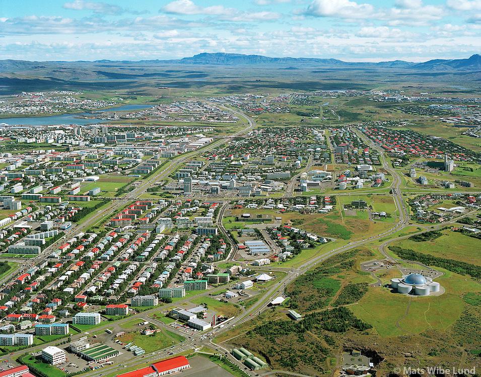 Reykjavík, Öskjuhlið, horft í austur yfir Miklabraut Kringlan og Bústaðavegur. / Reykjavik, Oskjuhlid, viewing east over Miklabraut Kringlan and Bustadavegur.