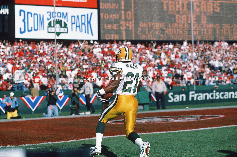 Green Bay Packers cornerback Matthew Dorsett (21) looks to score a touchdown on a turnover during the NFL NFC Divisional Playoff football game against the San Francisco 49ers on Jan. 6, 1996 in San Francisco. The Packers won the game 27-17. (©Paul Anthony Spinelli)
