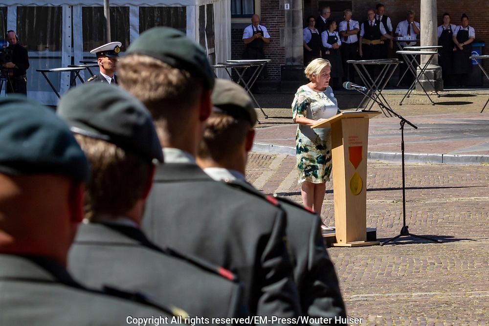 Medailleuitreiking op het Binnenhof.<br /> <br /> Op de foto: Minister van Defensie Ank Bijleveld