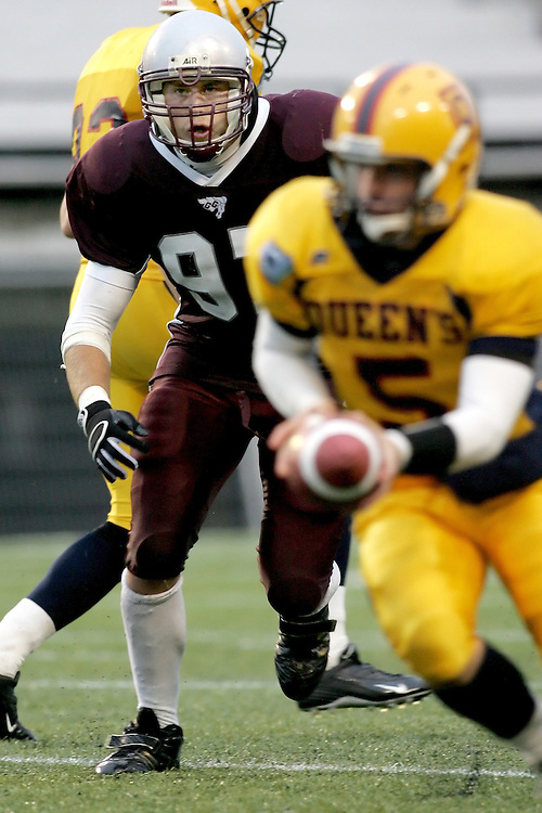 (06/10/2007--Ottawa) University of Ottawa Gees Gees men's football team defeating the Queen's University Golden Gaels 13-12. The player photographed in action is Tyler Dawe