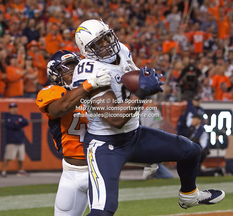Oct. 23, 2014 - Denver, Colorado, U.S - Chargers TE ANTONIO GATES, center, catches a TD pass during the 2nd. half at Sports Authority Field at Mile High Thursday Evening. The Broncos beat the Chargers 35-21