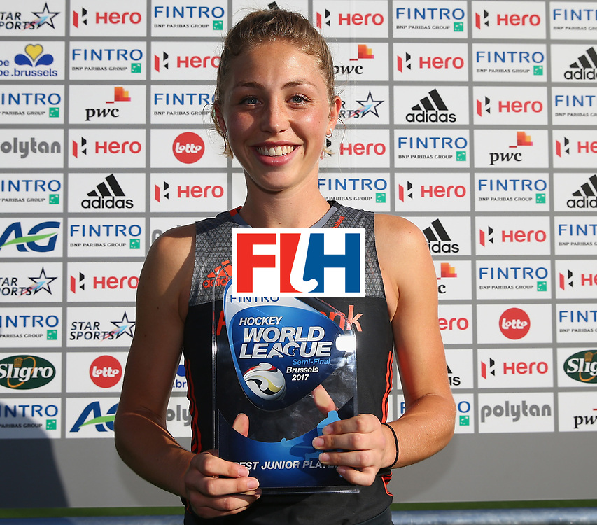 BRUSSELS, BELGIUM - JULY 02: The tournament best junior player Laura Nunnink of the Netherlands with her award after the Final match between the Netherlands and China on July 2, 2017 in Brussels, Belgium. (Photo by Steve Bardens/Getty Images for FIH) *** Local Caption *** Laura Nunnink