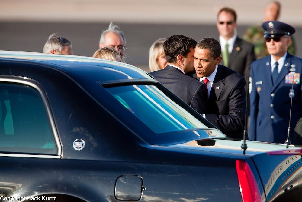 17 FEBRUARY 2009 -- Barack Obama and Phil Gordon during the arrival of President Barack Obama at Sky Harbor Airport Tuesday.   PHOTO BY JACK KURTZ