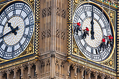 2014-08-18 Abseilers wash Big Ben's Face