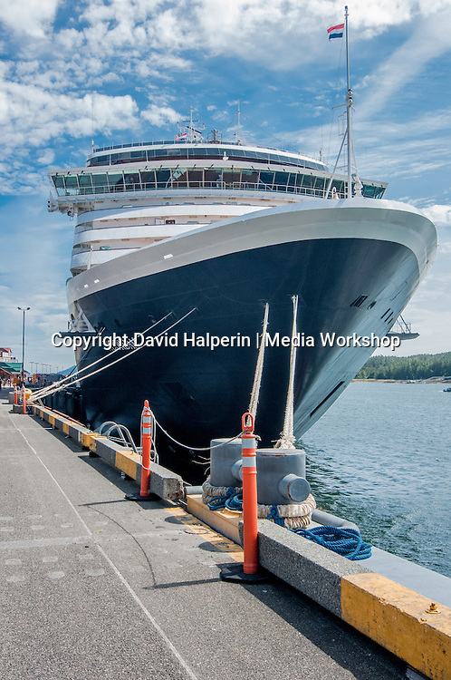 Holland America Line's MS Noordam bow
