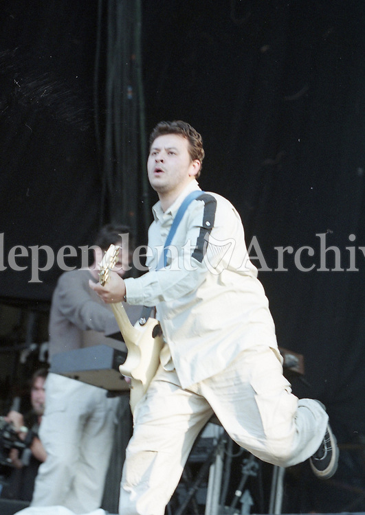 James Dean Bradfield of the Manic Street Preachers on stage at Slane, 28/08/1998 (Part of the Independent Newspapers Ireland/NLI Collection).
