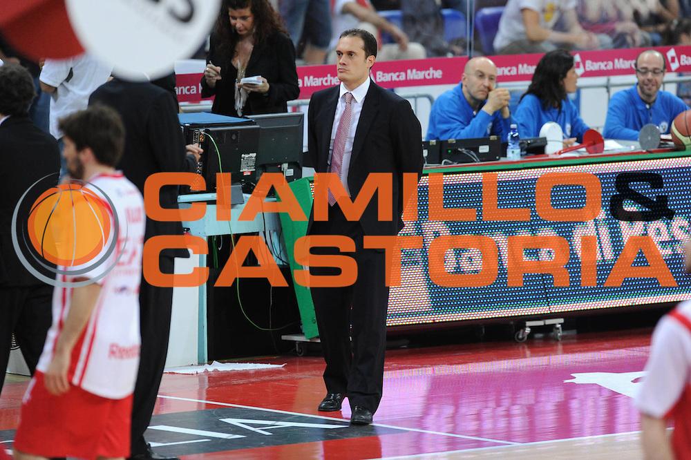 DESCRIZIONE : Pesaro  Lega A 2011-12 Scavolini Siviglia Pesaro EA7 Emporio Armani Milano  play off semifinale gara 3<br /> GIOCATORE : Paolo Avvantaggiato<br /> CATEGORIA : curiosita<br /> SQUADRA : EA7 Emporio Armani Milano<br /> EVENTO : Campionato Lega A 2011-2012 Play off semifinale gara 3<br /> GARA : Scavolini Siviglia Pesaro  EA7 Emporio Armani Milano <br /> DATA : 02/06/2012<br /> SPORT : Pallacanestro <br /> AUTORE : Agenzia Ciamillo-Castoria/ GiulioCiamillo<br /> Galleria : Lega Basket A 2011-2012  <br /> Fotonotizia : Pesaro  Lega A 2011-12 Scavolini Siviglia Pesaro EA7 Emporio Armani Milano play off semifinale gara 3<br /> Predefinita :