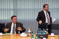 09 JAN 2005, BERLIN/GERMANY:<br /> Gerhard Schroeder (L), SPD, Bundeskanzler, und Klaus Uwe Benneter (R), SPD Generalsekretaer, vor Beginn der Sitzung des SPD Praesidiums zum Auftakt der Klausurtagungen, Willy-Brandt-Haus<br /> IMAGE: 20050109-01-005<br /> KEYWORDS: Präsidium, Gerhard Schröder