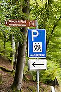 Schild Wanderparkplatz, Odenwald, Naturpark Bergstraße-Odenwald, Hessen, Deutschland | car park sign, Odenwald, Hessen, Germany