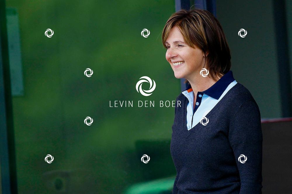 BADHOEVEDORP - De DON Masters is een celebrity golftoernooi, waarbij iedere flight bestaat uit 3 deelnemers en 1 bekende Nederlander. Het toernooi plaats op Golfclub The International. Met op de foto  Elsemieke Havenga. FOTO LEVIN DEN BOER - PERSFOTO.NU