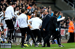Correction: Newcastle United manager Rafa Benitez and the Newcastle United bench celebrate Yoan Gouffran's late winning goal against Norwich City - Mandatory by-line: Robbie Stephenson/JMP - 28/09/2016 - FOOTBALL - St James Park - Newcastle upon Tyne, England - Newcastle United v Norwich City - Sky Bet Championship