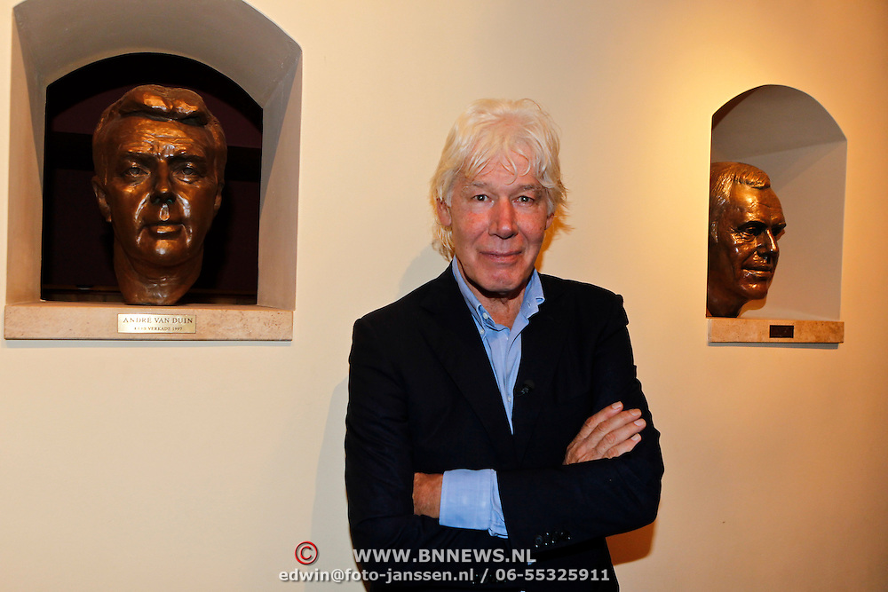 NLD/Amsterdam/20100910 - Paul van Vliet viert 75ste verjaardag met vrienden, Laetitia Griffith  en partner jan Naeye