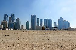 22.01.2015, Doha, QAT, FIFA WM, Katar 2022, Vorberichte, im Bild Hochhäuser in Doha hinter einem Parkplatz // Preview of the FIFA World Cup 2022 in Doha, Qatar on 2015/01/22. EXPA Pictures © 2015, PhotoCredit: EXPA/ Sebastian Pucher