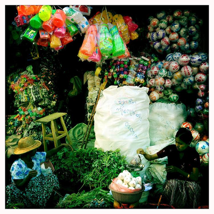 Street markets, Yangon (Rangoon), Myanmar (Burma)