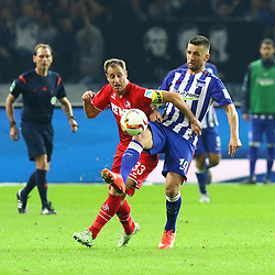 22.09.2015, Olympiastadion, Berlin, GER, 1. FBL, Hertha BSC vs 1. FC Koeln, 6. Runde, im Bild Zweikampf zwischen Matthias Lehmann (#33, 1. FC Koeln) und Vedad Ibisevic (#19, Hertha BSC Berlin), // during the German Bundesliga 6th round match between Hertha BSC and 1. FC Cologne at the Olympiastadion in Berlin, Germany on 2015/09/22. EXPA Pictures © 2015, PhotoCredit: EXPA/ Eibner-Pressefoto/ Hundt<br /> <br /> *****ATTENTION - OUT of GER*****