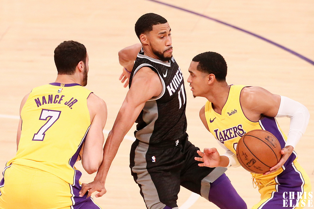 09 January 2018: Sacramento Kings guard Garrett Temple (17) defends on Los Angeles Lakers guard Jordan Clarkson (6) during the LA Lakers 99-86 victory over the Sacramento Kings, at the Staples Center, Los Angeles, California, USA.