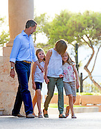 King Felipe, Queen Letizia, Princess Leonor, Princess Sofia pose during the holiday Photosession