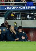 01.05.2013, Fussball Champions League Halbfinale Rückspiel: FC Barcelona - FC Bayern München, im Stadion Nou Camp in Barcelona, Spanien.  Lionel Messi (re, Barcelona) sitzt während des Spieles frustriert auf der Bank.