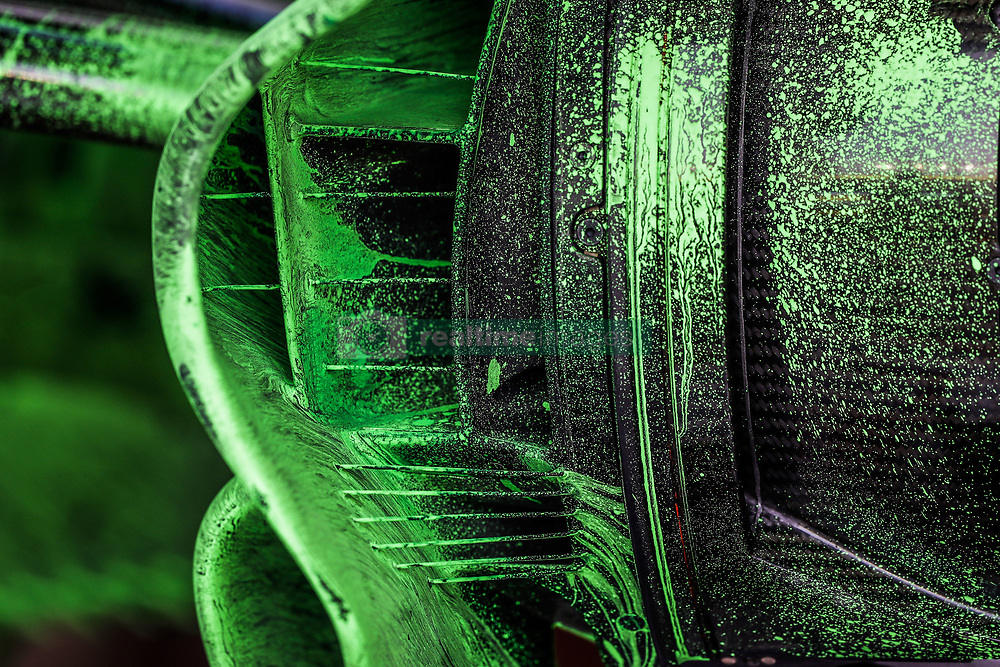 September 14, 2018 - Singapore, Singapore - Motorsports: FIA Formula One World Championship 2018, Grand Prix of Singapore, . Aero paint put on the brakes and suspensions of the Alfa Romeo Sauber C37  (Credit Image: © Hoch Zwei via ZUMA Wire)