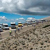 Frankrijk, Mont Ventoux, 13-07-2016<br />Wielrennen, Tour de France.<br />Amateur fietsers beklimmen de Mont Ventoux en de campers staan al langs het parcours van de etappe van morgen met aankomst berop op de Mont Ventoux.<br />Foto: Klaas Jan van der Weij
