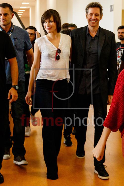 "Atriz norte-americana Milla Jovovich, famosa por interpretar a personagem Alice no filme ""Resident Evil"", na Comic Con Experience (CCXP) no Sao Paulo Expo nesta sexta-feira (02/12), segundo dia do evento. Foto: Marcello Fim / FramePhoto"