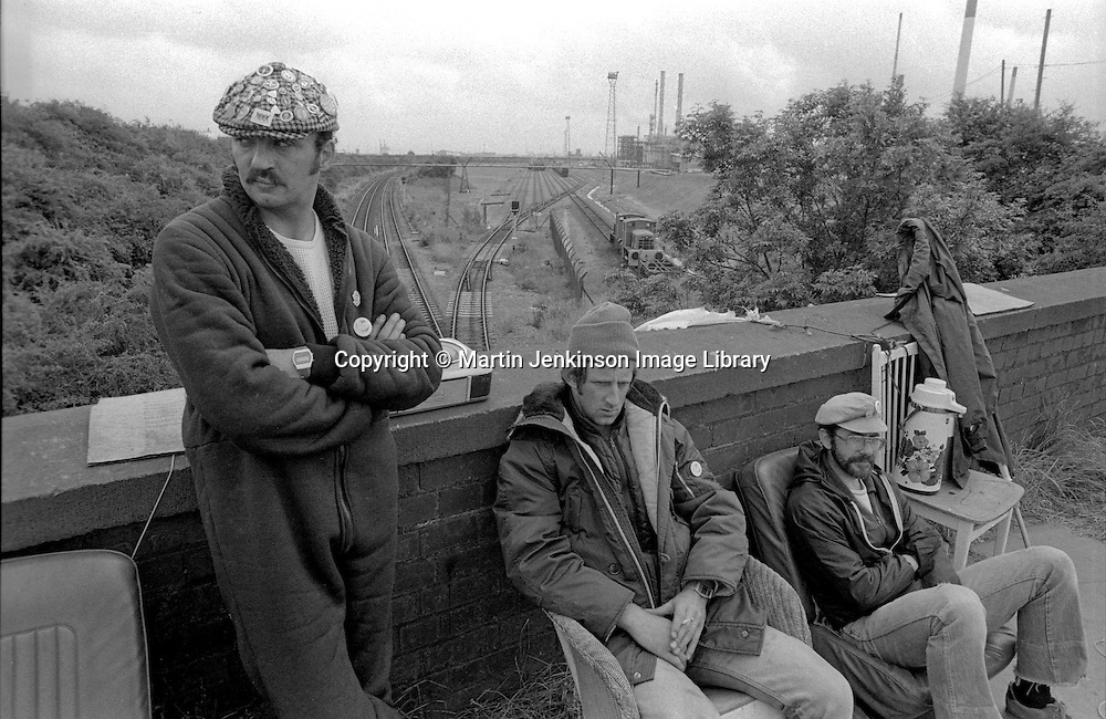 Miners picket railway line at Immingham. 10/07/1984.