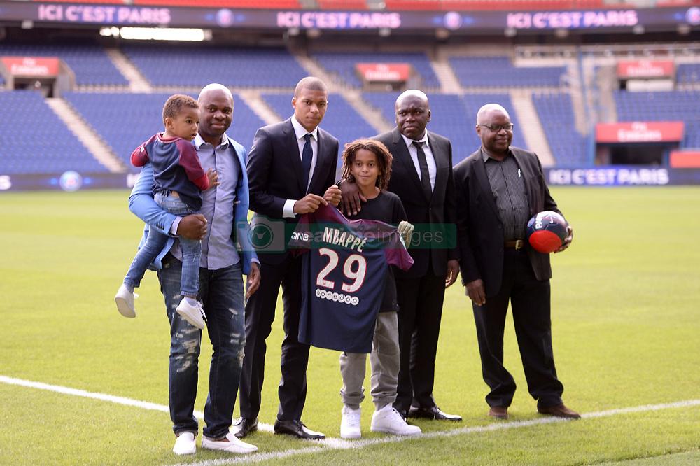 September 6, 2017 - Paris, France - 29 KYLIAN MBAPPE (psg) ET SA FAMILLE (Credit Image: © Panoramic via ZUMA Press)