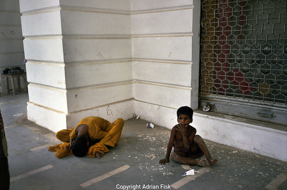 Mentally ill mother with child in Connaught Place, Central Delhi.
