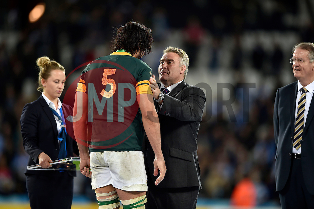 Victor Matfield of South Africa is presented with his bronze medal by RFU President Jason Leonard - Mandatory byline: Patrick Khachfe/JMP - 07966 386802 - 30/10/2015 - RUGBY UNION - The Stadium, Queen Elizabeth Olympic Park - London, England - South Africa v Argentina - Rugby World Cup 2015 Bronze Final.